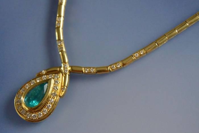 Collier récent or, émeraude et diamant
