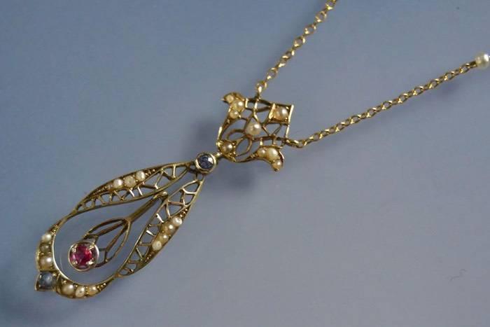Collier Art Nouveau perles, rubis et saphirs