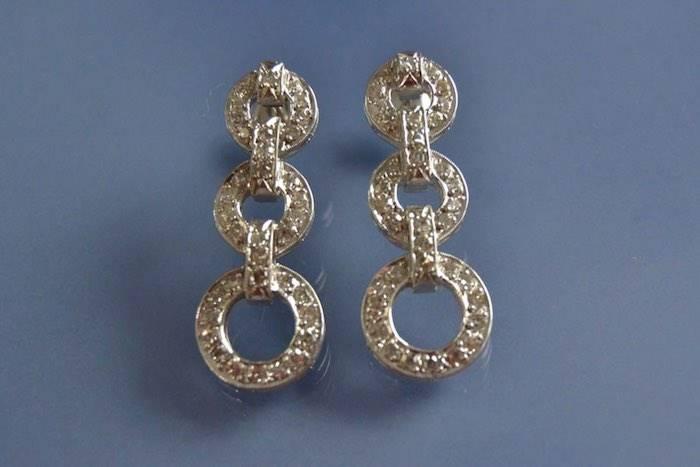 Boucles d'oreilles motifs ronds en or et diamants