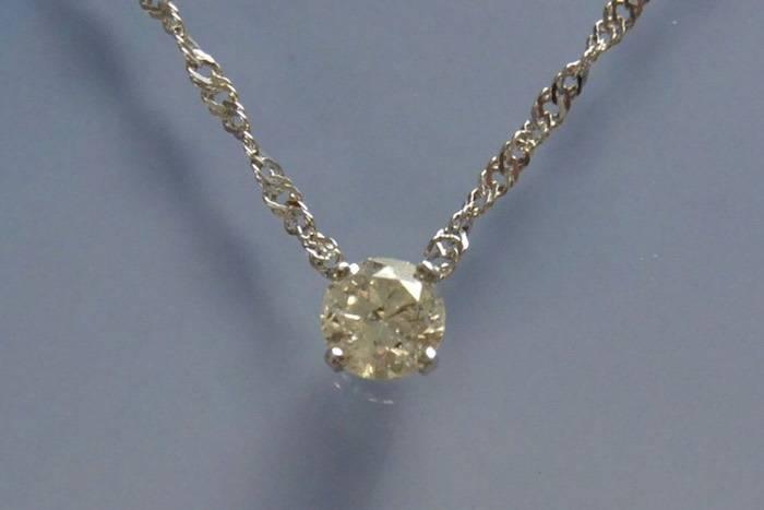 Collier solitaire en or blanc 18 k et diamant