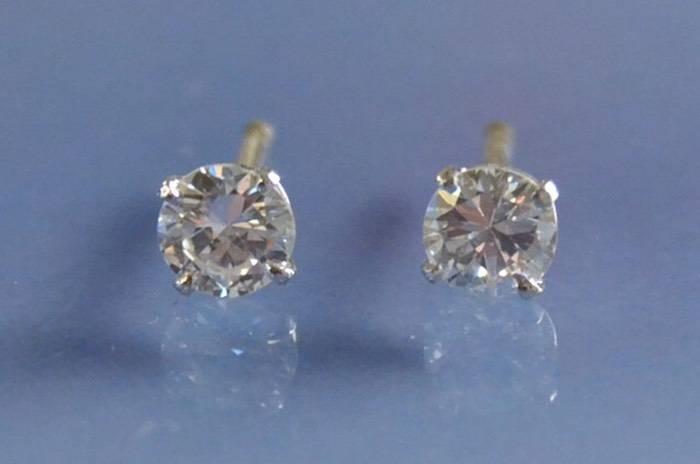 Boucles d'oreilles puces diamants