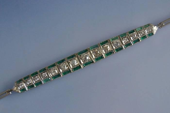 Bracelet Art Déco platine, émeraudes et diamants