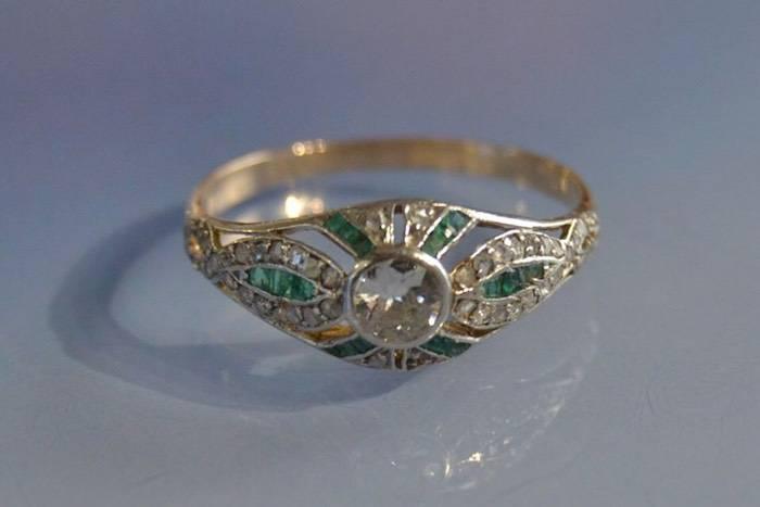 Bague ancienne émeraude et diamants