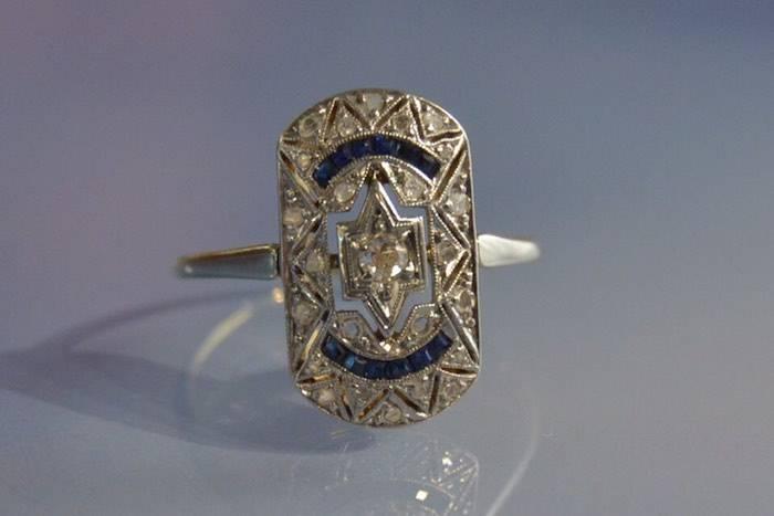 Bague Art déco saphirs calibrés et diamants
