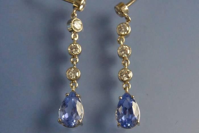 Boucles d'oreilles saphirs de Ceylan et diamants
