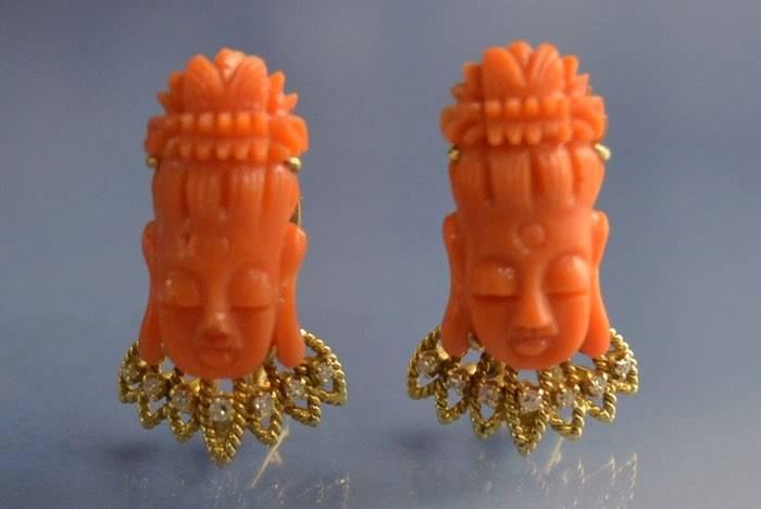 Boucles d'oreilles motifs africains corail