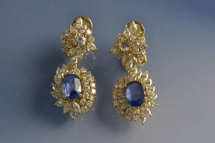 boucles d'oreilles diamants et motif saphir escamotable