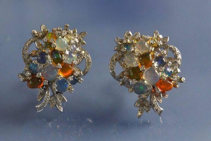 Boucles d'oreilles colorées diamants et opales