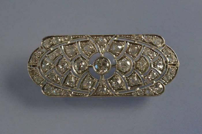 Broche Art déco en platine sertie de diamants