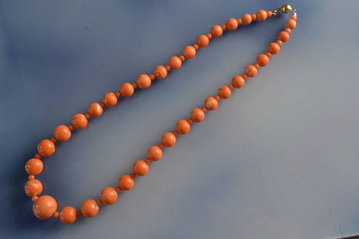 Collier perles corail orange