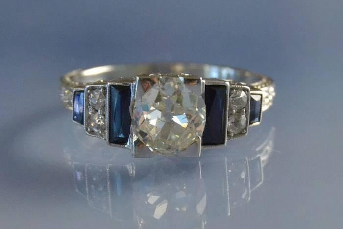 Bague Art déco diamants et saphirs baguettes