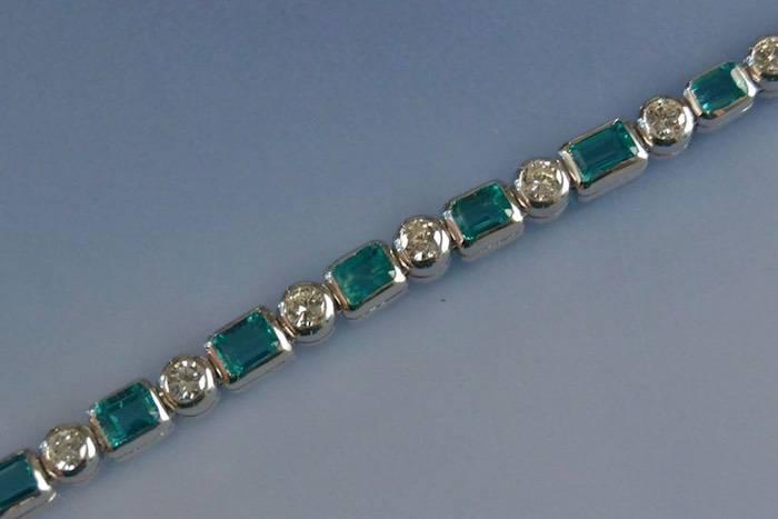 Bracelet serti d'émeraudes et diamants
