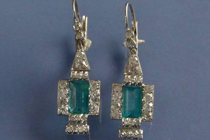 boucles d'oreilles émeraudes et diamants sur or blanc