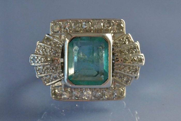 Bague ancienne or blanc émeraude et diamants