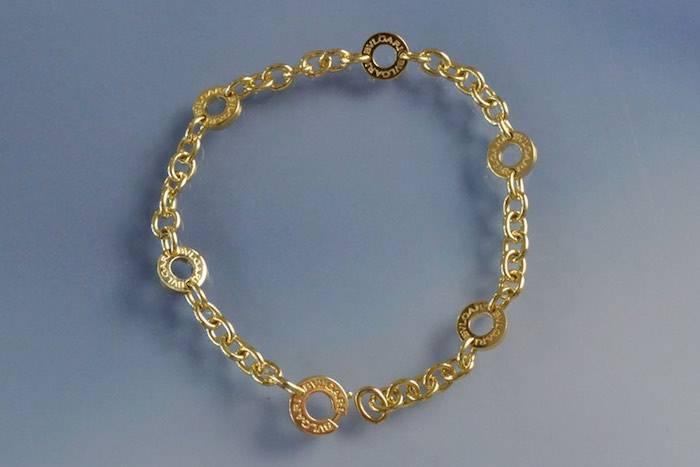 Bracelet or signé Bulgari