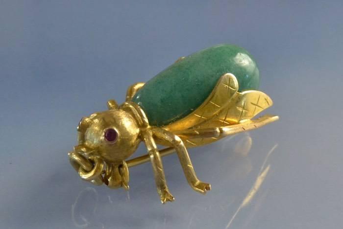 Broche ancienne figurant un insecte
