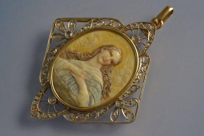 Médaillon pieux XIXème or et diamants