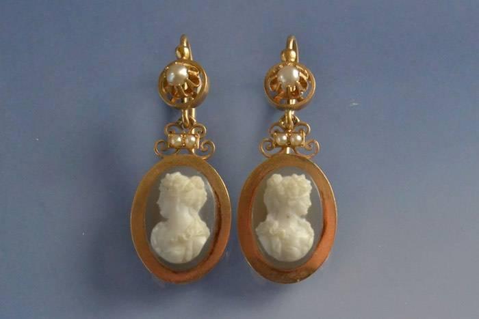 Boucles d'oreilles anciennes camées et perles