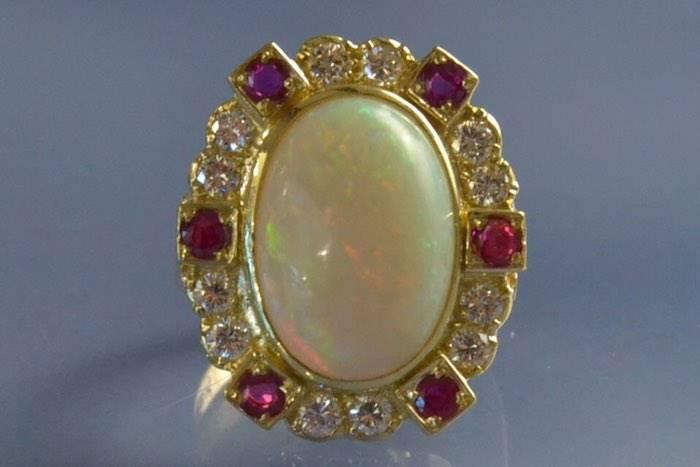 Bague ancienne opale diamants et rubis