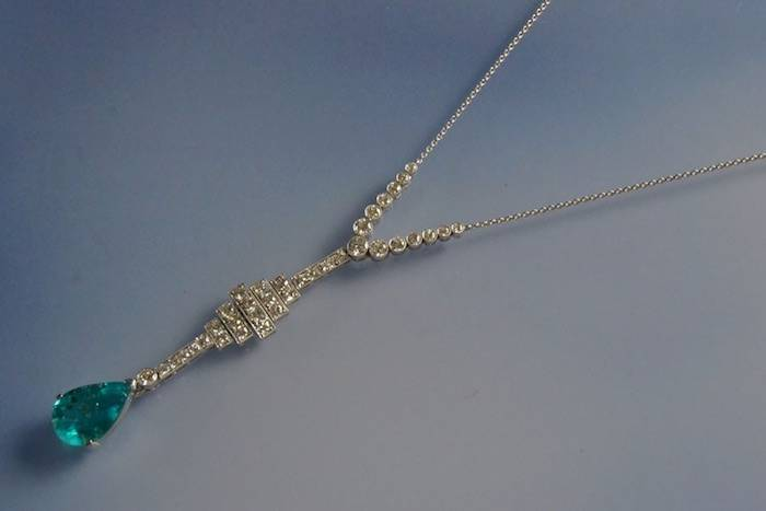 Collier pendentif émeraude et diamants