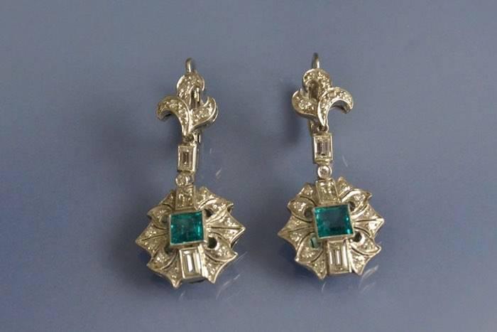 Boucles d'oreilles années 30 émeraudes et diamants