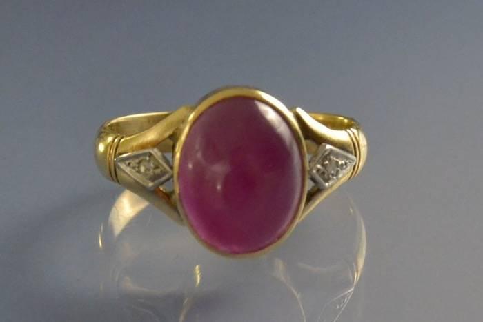 Bague rubis cabochon et diamants