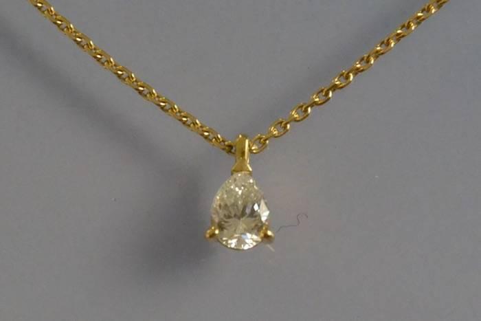Collier et pendentif diamant poire