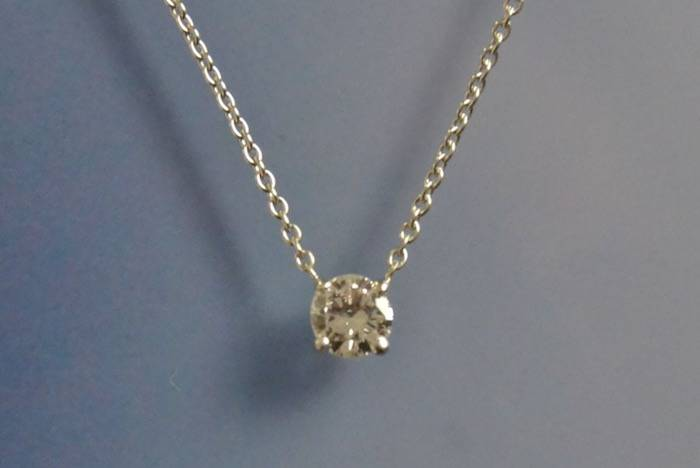 Collier et pendentif or blanc et diamant