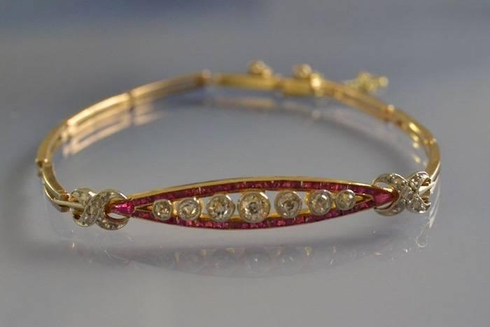 Bracelet ancien rubis calibrés et diamants