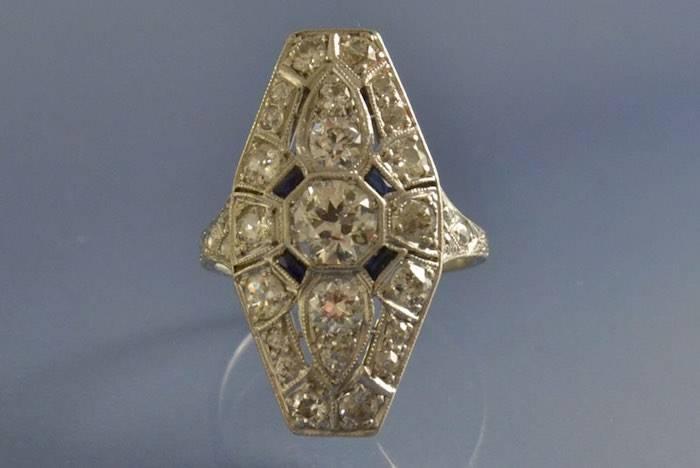 Bague Art déco platine saphirs et diamants