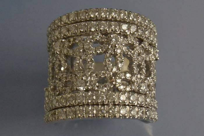 Bague ruban diamants