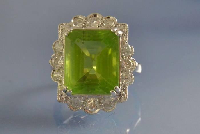 Bague années 60 péridot et diamants