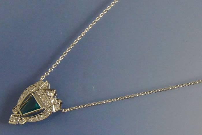 Collier art déco émeraude et diamants