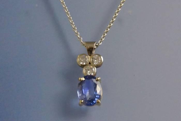 Collier et pendentif saphir et diamants