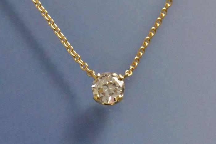 Collier or jaune et pendentif diamant