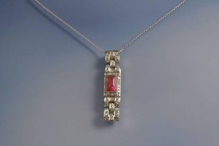 Collier et pendentif art déco rubis et diamants