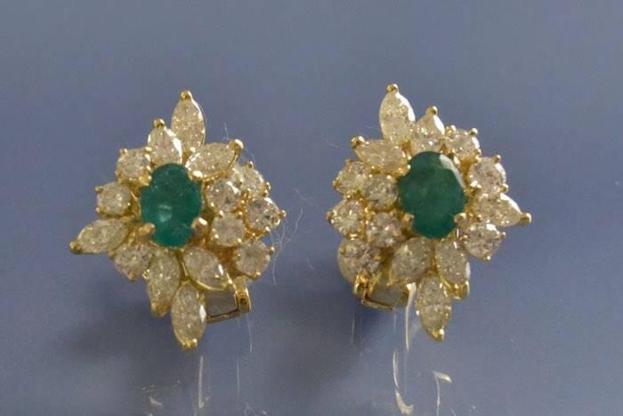 Boucles d'oreilles 1960 émeraudes et diamants