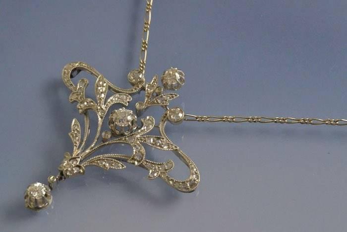 Collier ancien platine et diamants
