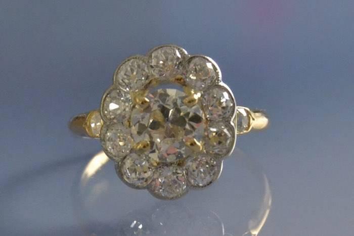 Bague années 50 marguerite diamants