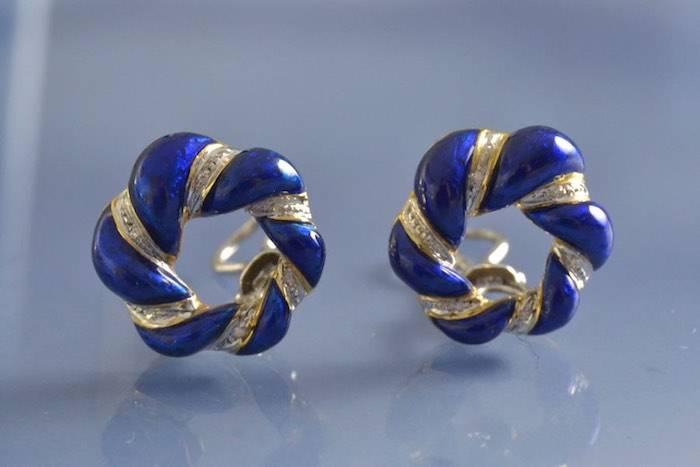 Boucles d'oreilles 1950 émail et diamants