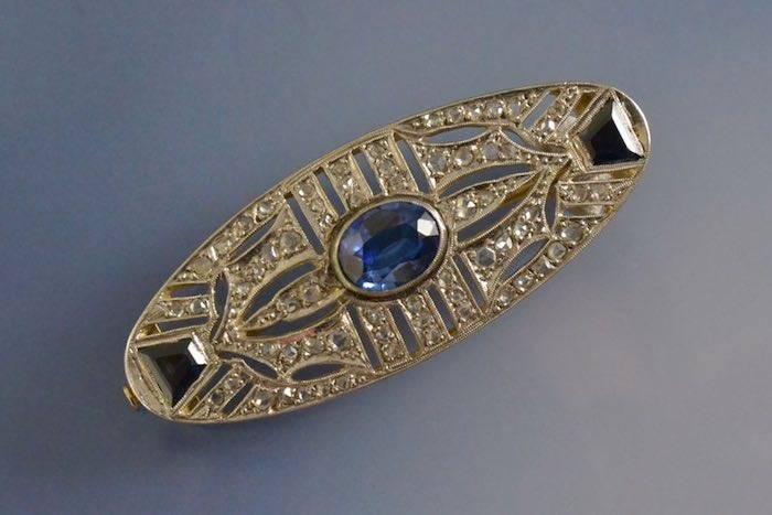 Broche art déco saphirs synthétiques et diamants