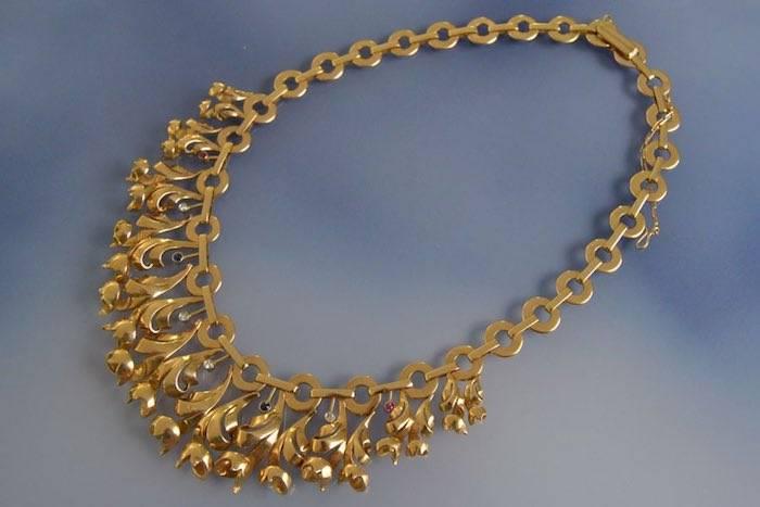 Draperie or diamants, rubis et saphirs