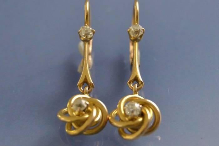 Boucles d'oreilles anciennes or jaune et diamants