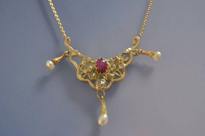 Collier pendentif ancien rubis et diamants