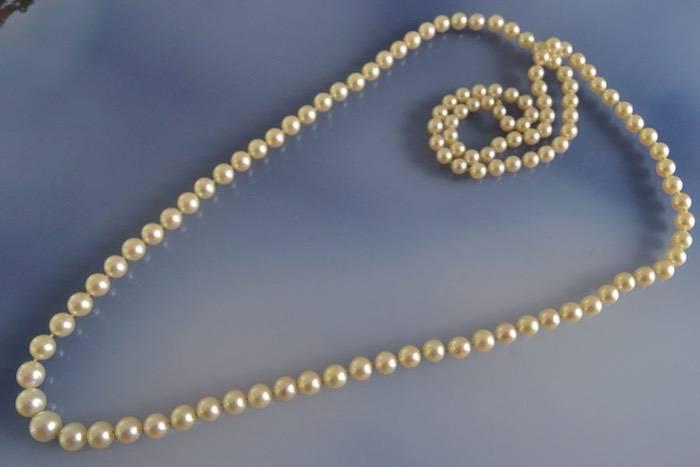 Sautoir de perles en chute