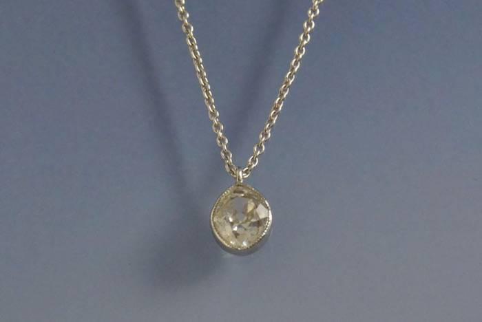 Collier et pendentif diamant