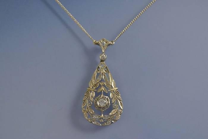 Collier et pendentif art déco diamants