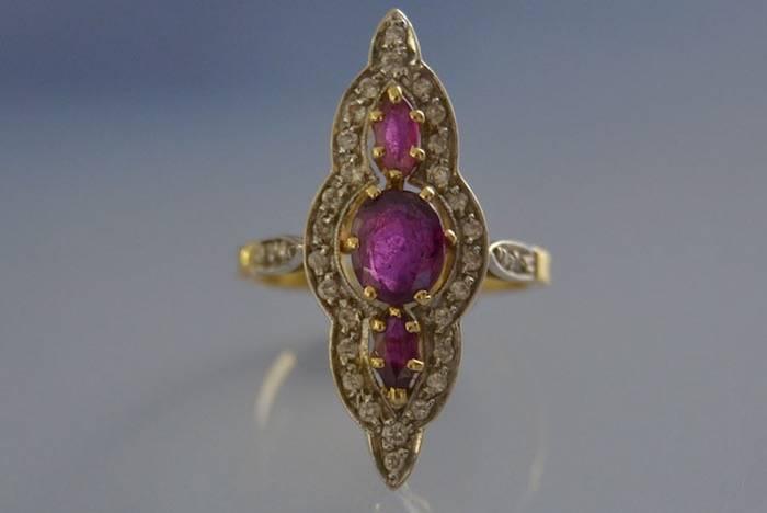 Bague marquise rubis et diamants