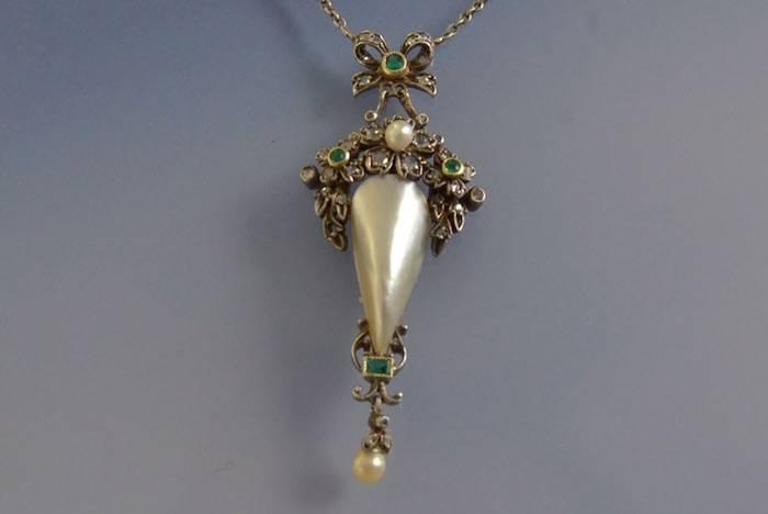 Collier ancien perles, émeraudes et diamants