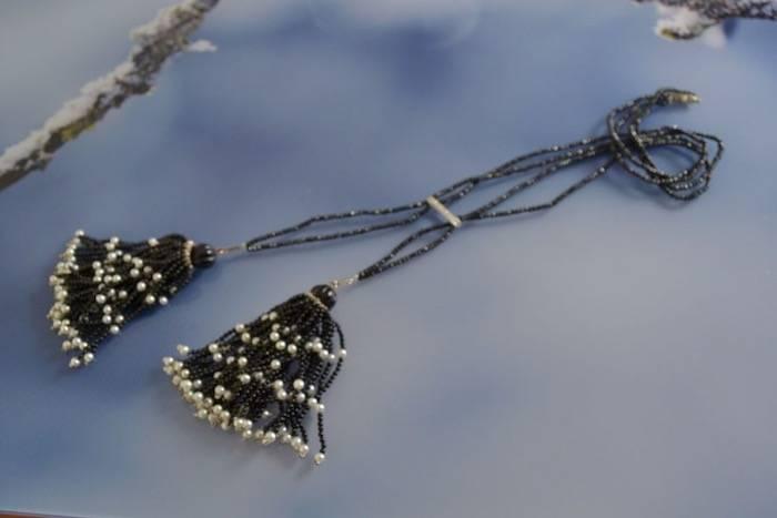 Collier spinelles noires perles et diamants